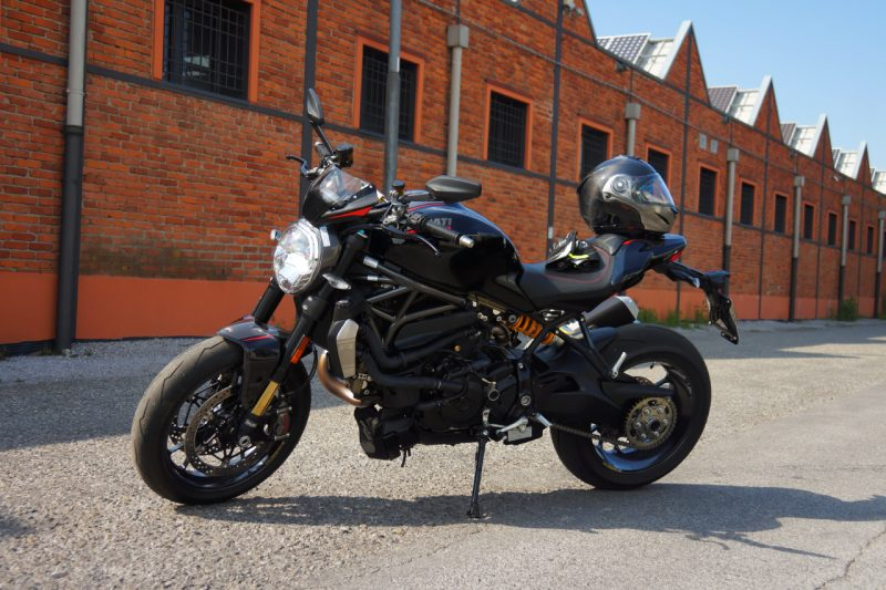 ducati monster 1200 r our test ride what do you think of the beast. Black Bedroom Furniture Sets. Home Design Ideas