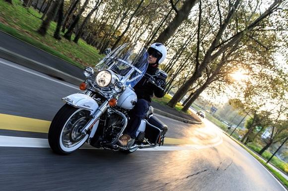 Harley-Davidson FLHR Road King Classic 6